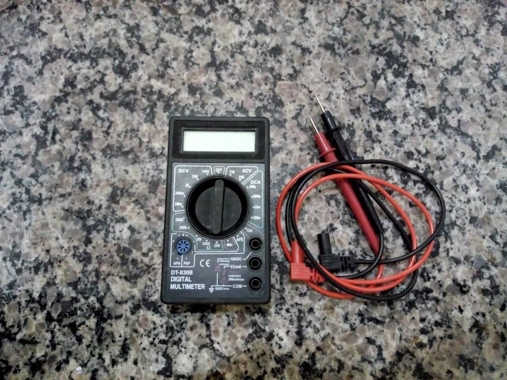 ferramentas básicas de eletrônica - multímetro digital
